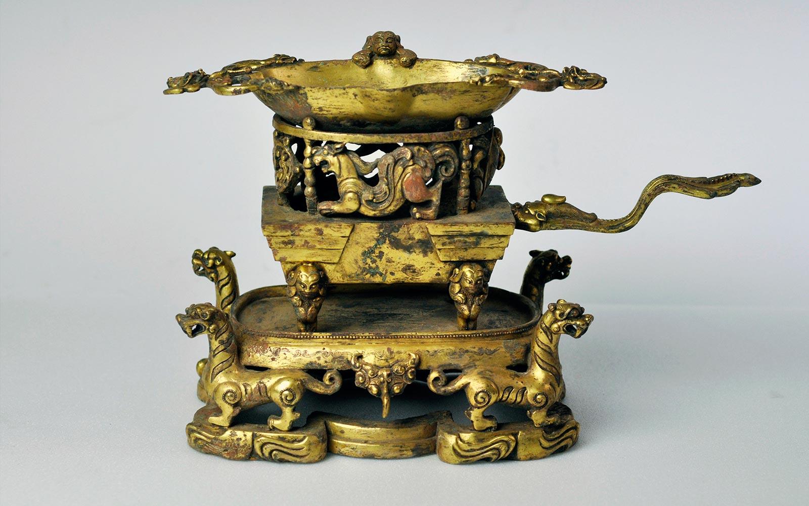 東漢 銅鎏金四神獸爐 Gilt-Bronze Stove with Mythical Beasts and Tiger Stand, Eastern Han dynasty (25-220 CE), h20cm