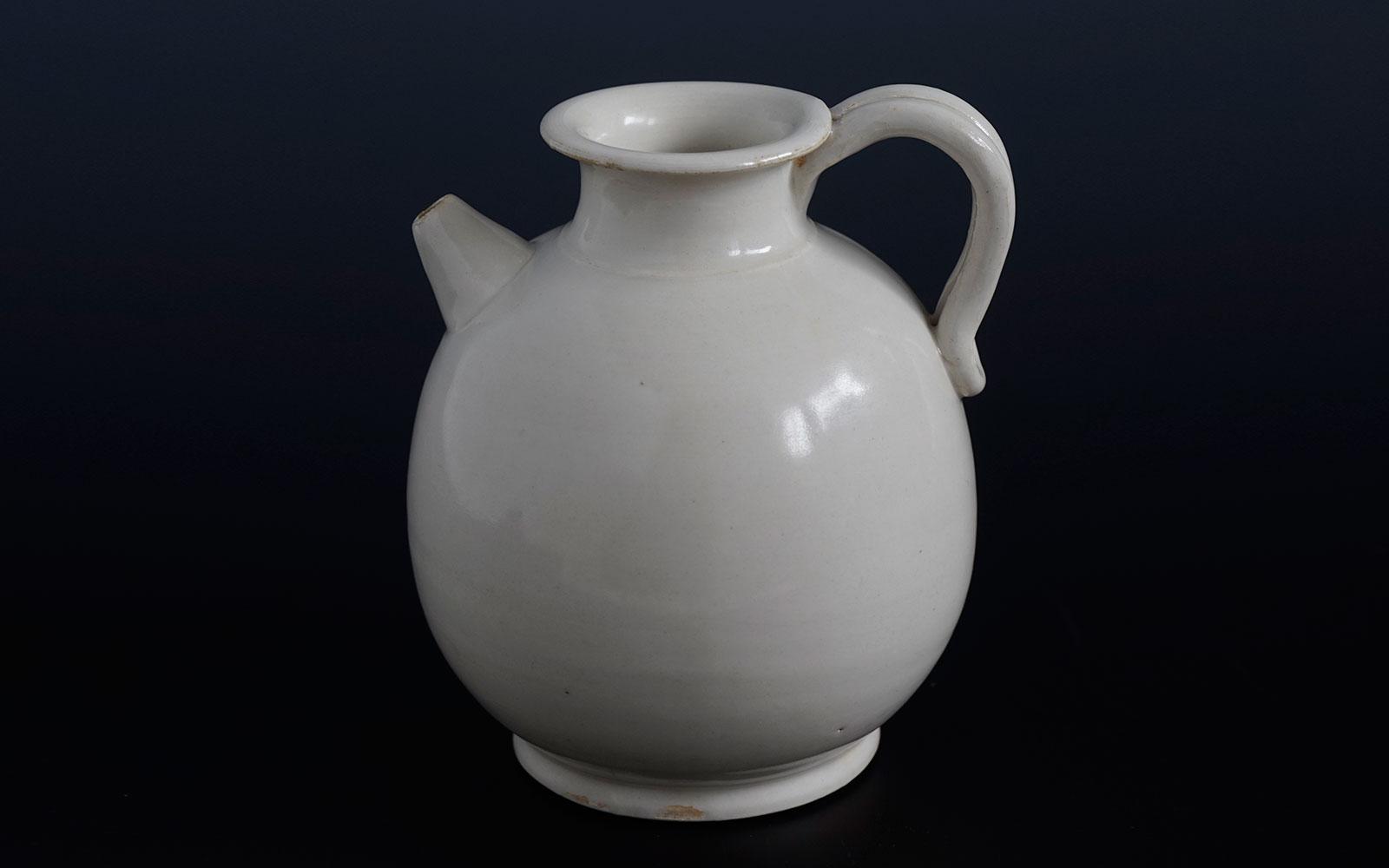 唐 邢窯白磁水注 Xing ware white-glazed ewer, Tang dynasty (618-907 CE), h12.8cm
