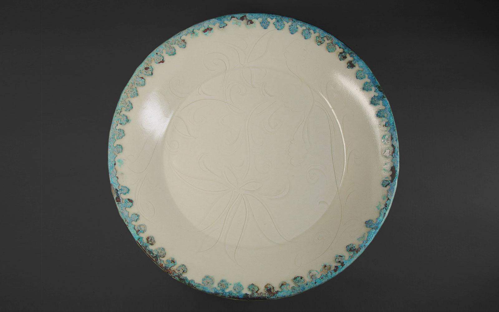 金 定窯白釉包銅邊劃花蓮紋折腰盤 Ding ware dish with incised floral design and a bronze rim, Jin dynasty (1115-1234 CE), d21.1cm